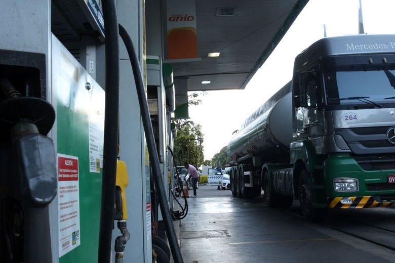 Postos de combustíveis passam a funcionar com horário reduzido