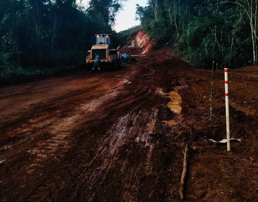 Prefeitura de São Gonçalo inicia asfaltamento da estrada do Peti