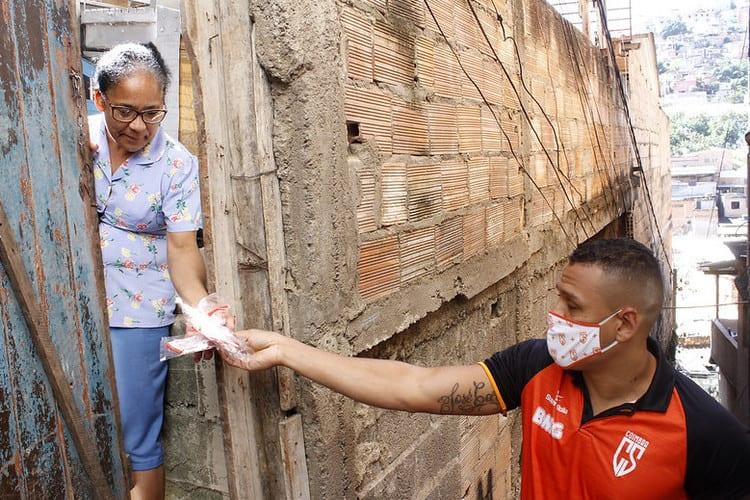 Coimbra distribui máscaras em ação de enfrentamento à pandemia