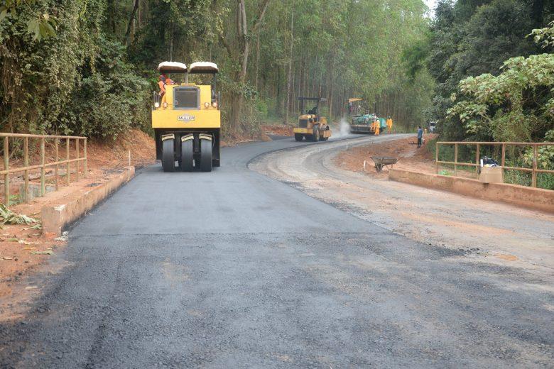 Estrada que liga São Gonçalo a Bom Jesus recebe asfaltamento
