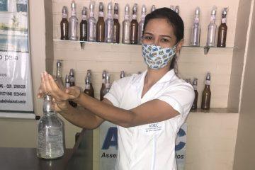 ADEC distribui álcool gel e ajuda na prevenção da Covid-19