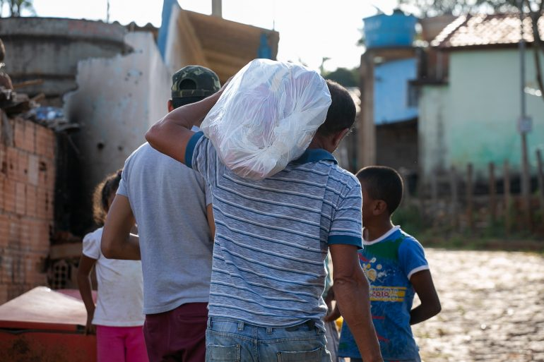 Prefeitura de Ouro Preto entrega cestas a 3.500 famílias