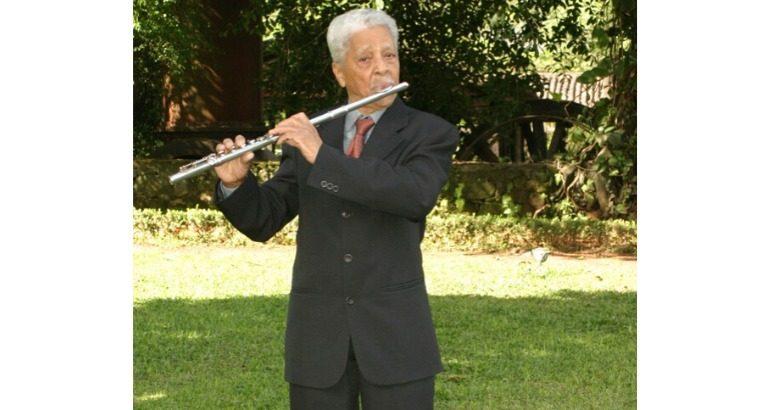 Flautista 'Seu Fifito' morre aos 104 anose deixa legado em São Gonçalo