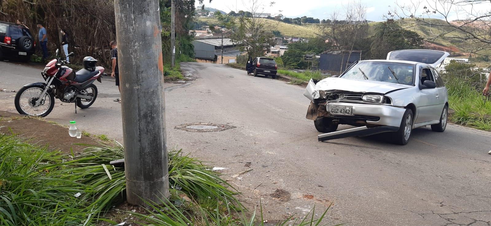 Carro bate contra poste e criança de três anos é socorrida pelo Samu