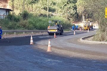 Trecho da estrada do Forninho em Monlevade recebe asfalto