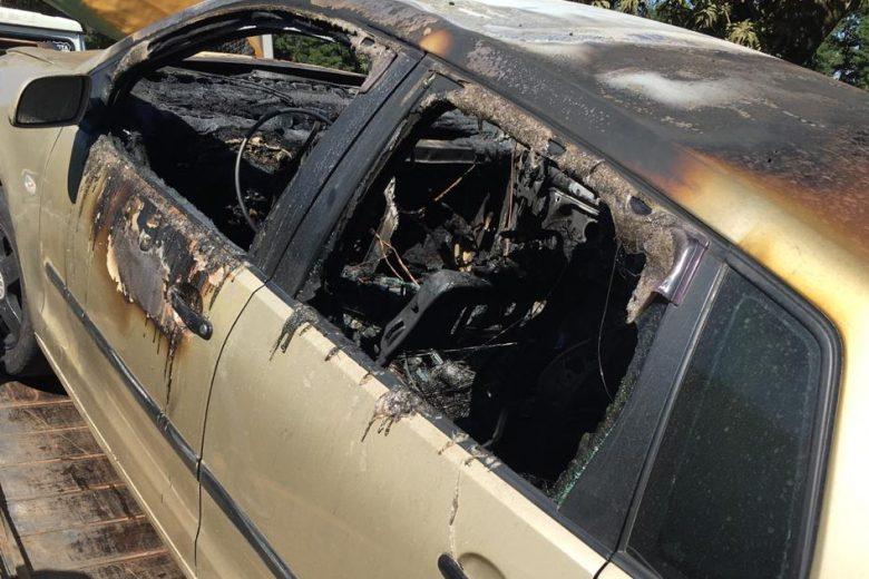 Carro pega fogo no estacionamento da Vale em Itabira