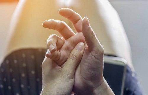 Tiques podem ser desencadeados em tempos estressantes de isolamento social