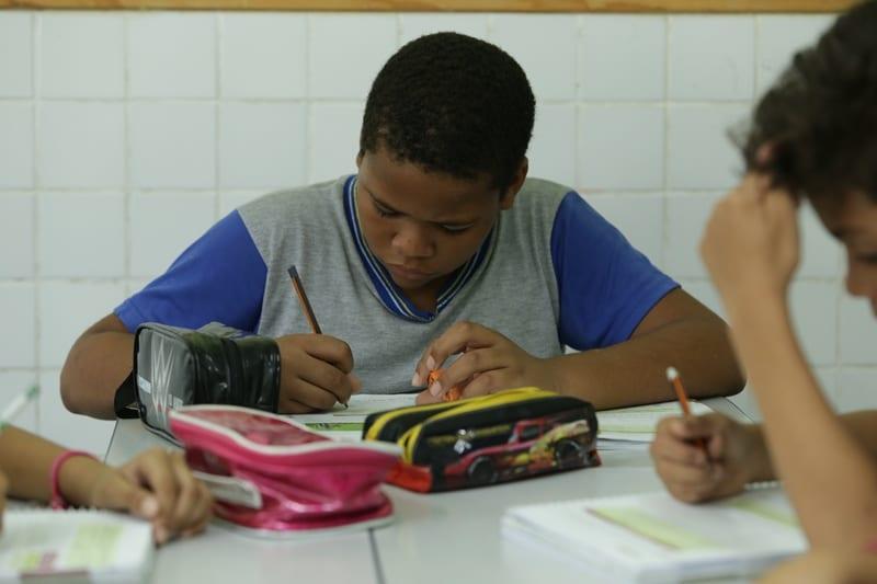 Em meio à pandemia, alunos de Fabriciano voltam às aulas presenciais nesta segunda