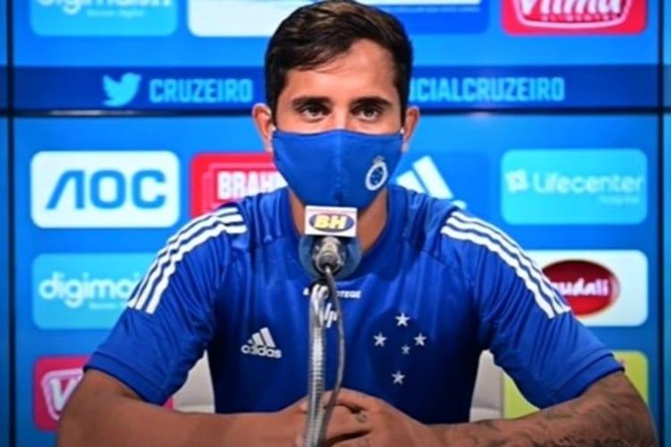 Em tempos de pandemia, Everton Felipe comenta rotina de treinos limitados no Cruzeiro