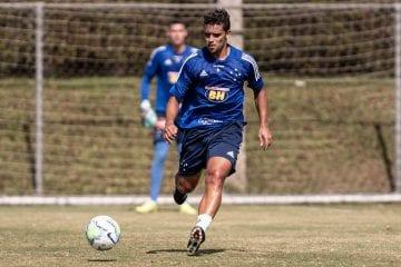Com COVID-19, Jean agradece carinho da torcida do Cruzeiro e revela estar longe dos filhos