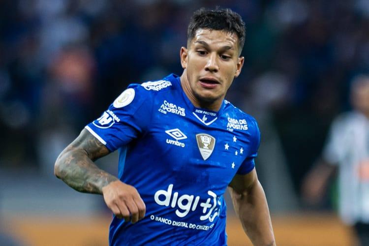 Presidente admite analisar retorno de Romero ao Cruzeiro, mas prega cautela: 'Pé no chão'
