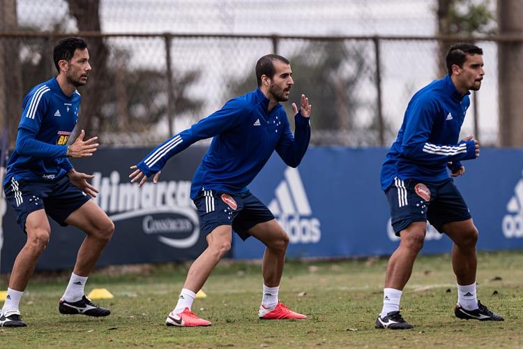 Reforço para a lateral direita do Cruzeiro, Raúl Cáceres participa de primeiro treino na Toca