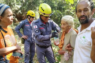 Bombeiros resgatam idosa que estava desaparecida em Santa Bárbara