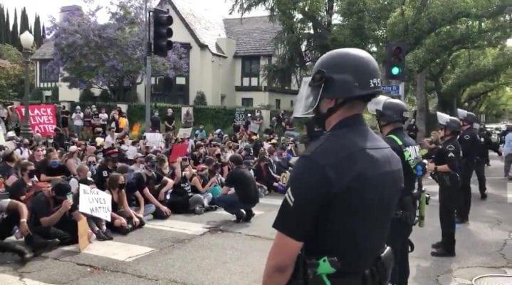 """""""Só quem sente na pele o que significa sabe o porquê dos protestos"""", diz pastor belo-horizontino que mora nos EUA"""