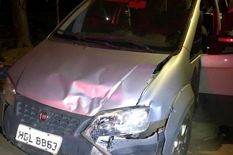Homem bate de frente com viatura ao tentar fugir da polícia em Itabira