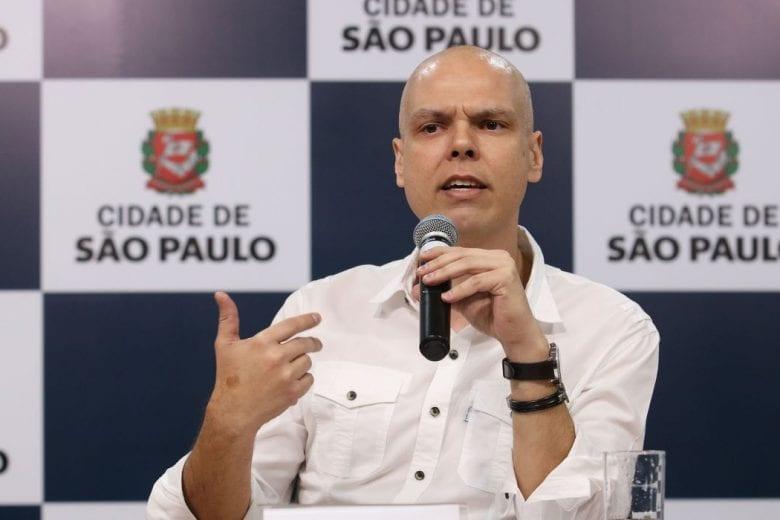 """""""Escolas não conseguiram segurar o piolho, como vão segurar o coronavírus?"""", questiona prefeito"""