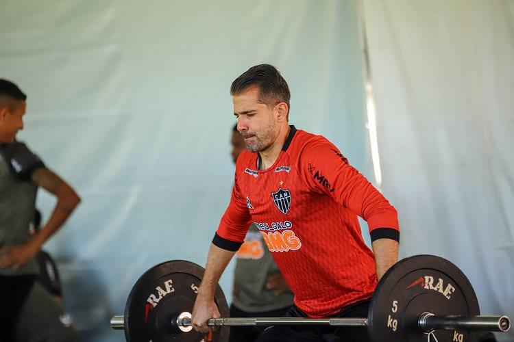 Victor destaca contratações e vê Atlético mais forte para o Brasileiro