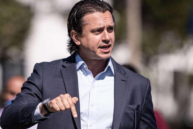 Presidente do Cruzeiro quer clássico 'meio a meio' com o Atlético e dirigente rival no mesmo camarote