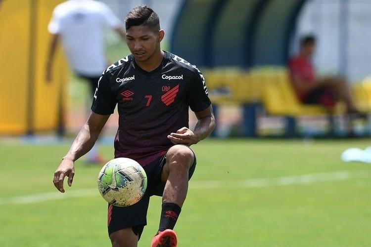 Fifa suspende Rony por 4 meses e proíbe Athletico de contratar por 2 janelas