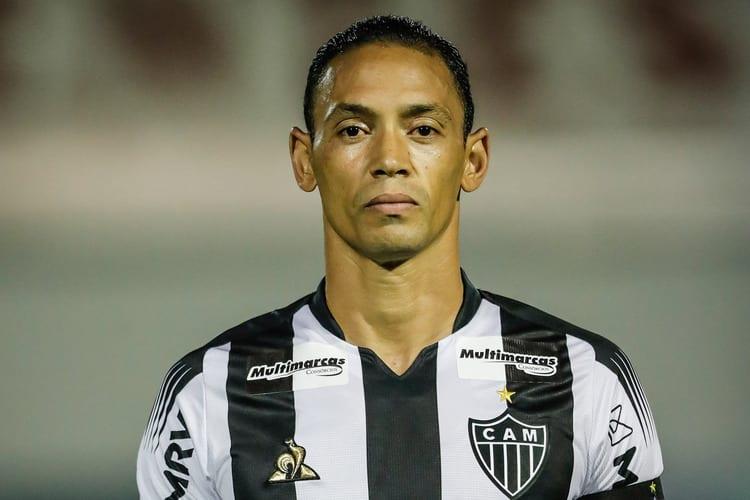 Ricardo Oliveira alega que não recebe salário desde fevereiro e consegue liminar para deixar Atlético
