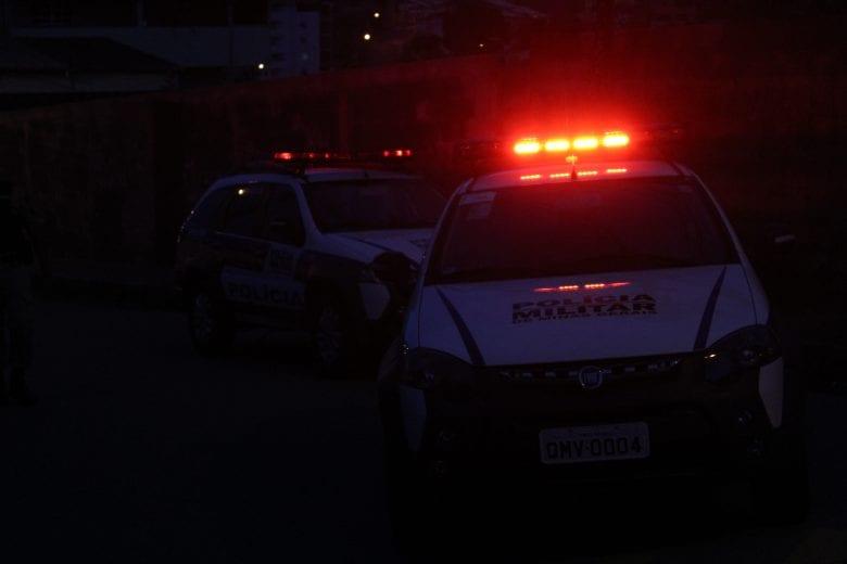 Homem atira contra residência após mandar moradora desligar o som