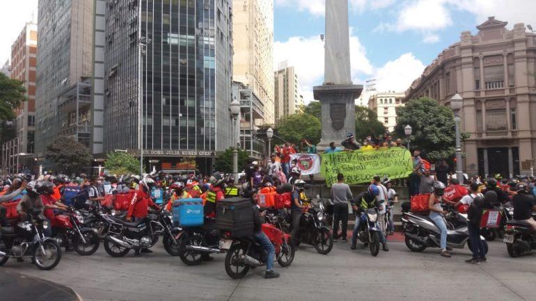 Entregadores de aplicativo fazem protesto nas ruas de BH; veja vídeo