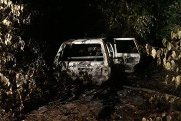 Jovens desaparecidos são encontrados mortos em veículo queimado