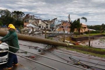 """""""Ciclone bomba"""": Cocaiense que mora em Santa Catarina relata prejuízos causados pelo fenômeno"""