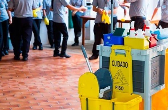 Empresa em Itabira contrata encarregado de limpeza por R$ 2 mil