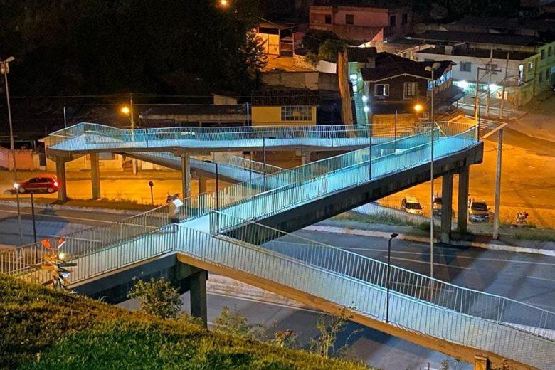 Após 22 anos no escuro, ação de voluntário leva iluminação à passarela em Nova Era