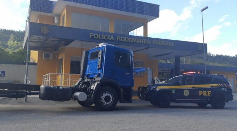 Caminhão sem placa e adulterado é apreendido em Monlevade