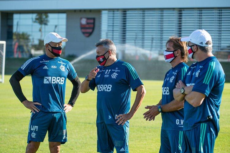 Apresentado, Domènec Torrent comanda primeiro treino no Flamengo