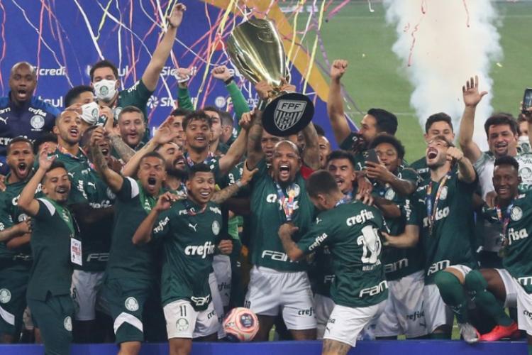 Nos pênaltis, Palmeiras vence Corinthians e volta a faturar Paulista após 12 anos