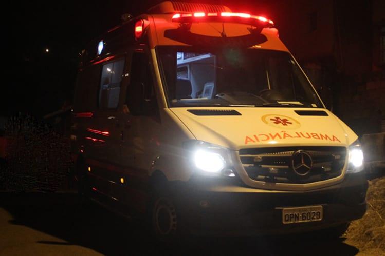 Homem é socorrido após ser baleado na noite de ontem no Pedreira