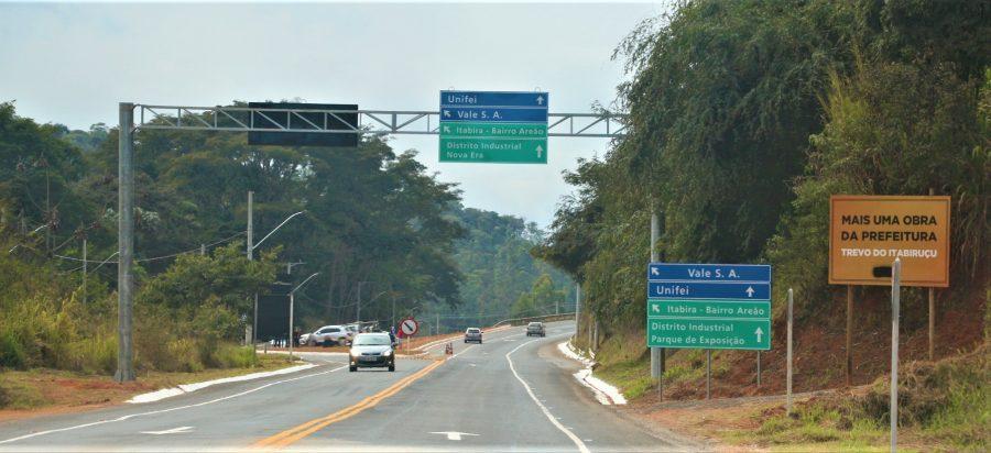 """Prefeito reforça """"segurança e desenvolvimento para Itabira"""", em inauguração do trevo de Itabiruçu"""