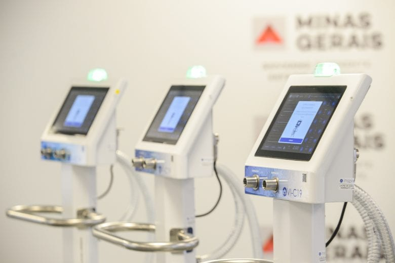 Romeu Zema recebe 1,6 mil respiradores doados pela indústria mineira