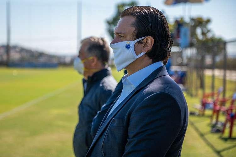 Departamento de futebol inchado? Presidente do Cruzeiro diz que não fará mudanças na pasta