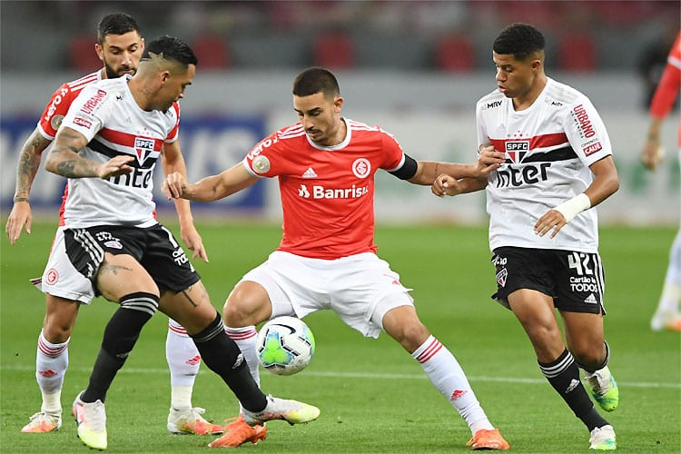 Internacional e São Paulo empatam no Beira-Rio e mantêm Atlético na liderança
