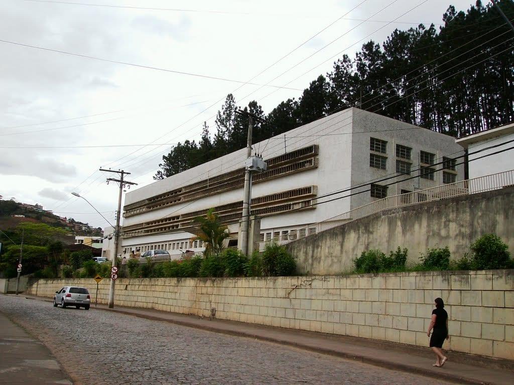 Hospital em Nova Era contrata recepcionista e fisioterapeuta