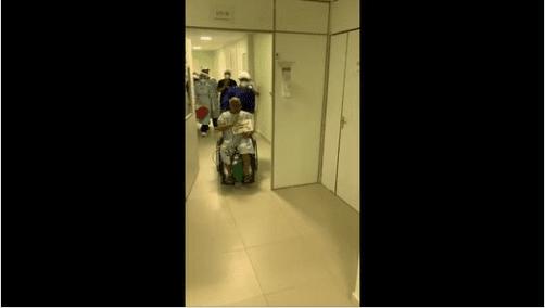 Homem de 57 anos recuperado da Covid deixa o HNSD sob aplausos. Assista!