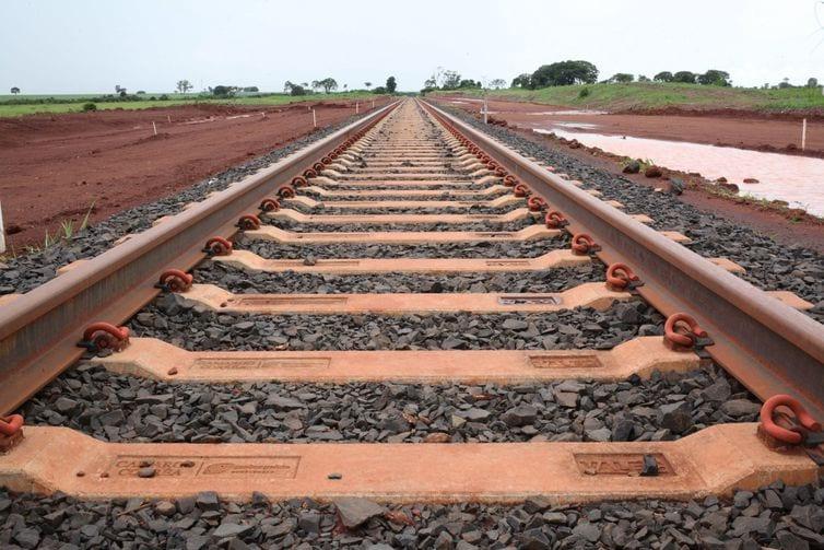 Governo de Minas anuncia que estado terá duas novas ferrovias