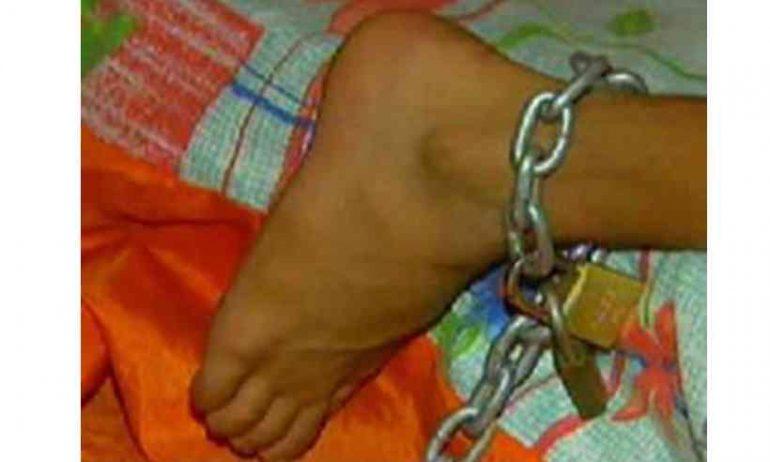 Polícia Militar encontra menino de 11 anos acorrentado a uma cama