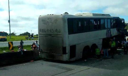 Acidente envolvendo cinco carros na Fernão Dias deixa três pessoas gravemente feridas
