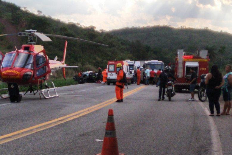 Uma pessoa morre e outras duas ficam feridas em acidente na BR-381