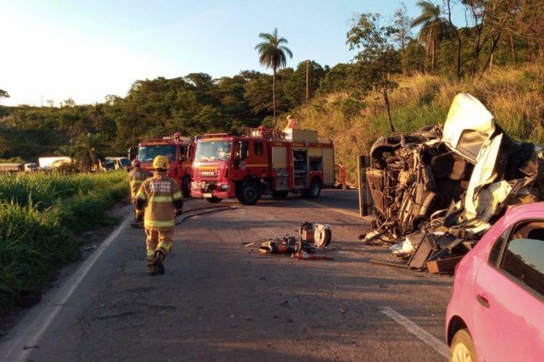 Acidente envolvendo carretas na BR-381 deixa uma vítima fatal