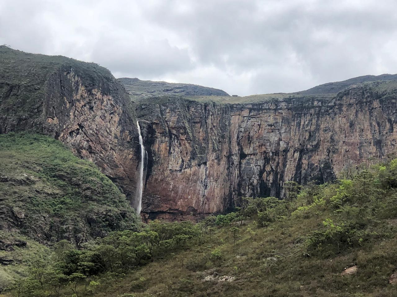 Homem fica ferido ao praticar rope jump na cachoeira do Tabuleiro