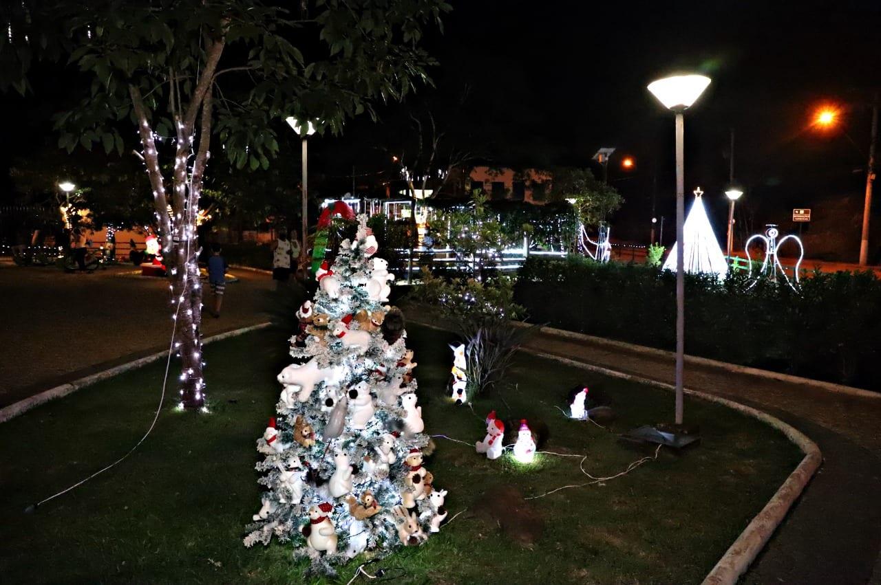 Conceição do Mato Dentro enfeita a Praça da Saudade para o Natal