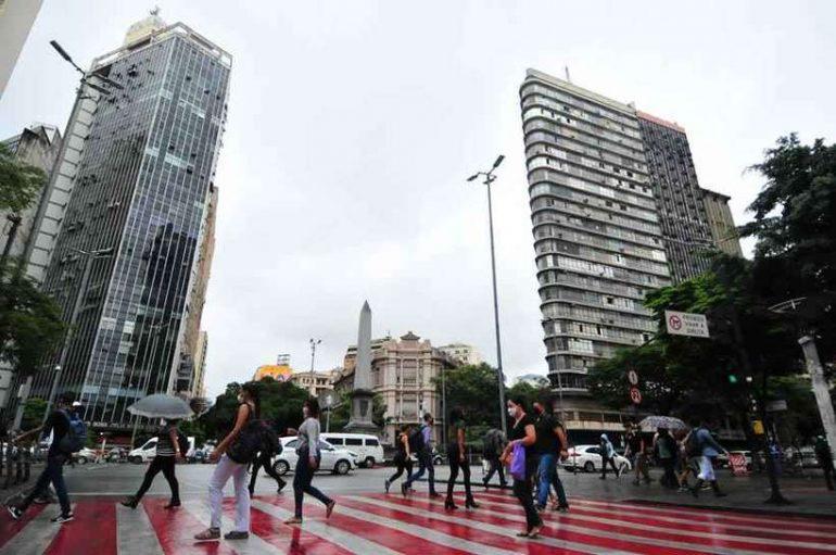 Belo Horizonte tem novas regras para público em eventos sociais, teatros e cinemas