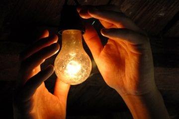 Com volta de bandeira tarifária, conta de luz fica mais cara a partir de hoje (1º)