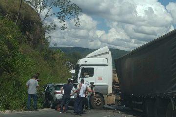 Acidente envolvendo uma carreta e um carro causa óbito na BR-381